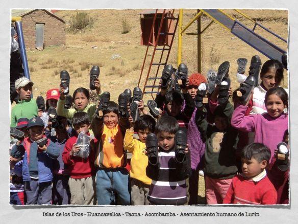 Entrega de zapatillas solidarias Crownis a niños sin zapatos